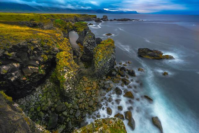 Gatklettur Sea Arch, Arnarstapi, Snæfellsnes Peninsula, Iceland.