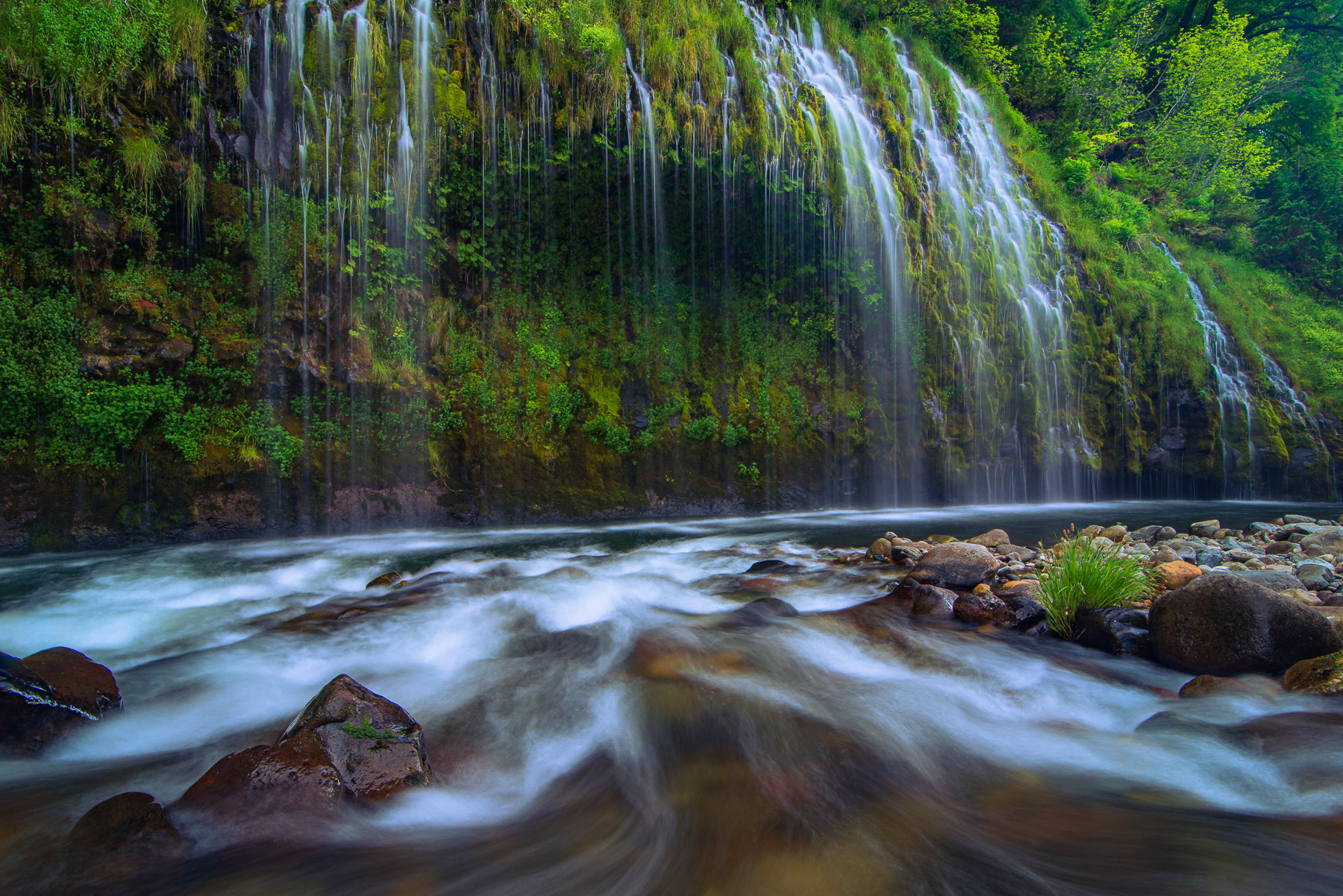 Mossbrae Falls is considered one of the most scenic waterfalls in California. And for good reason. There are multiple layers...